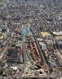 正蓮寺川の陸地化が完了し開削トンネルを施工している状況