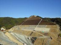 長大切土法面(13段)の施工状況