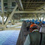 明石海峡大橋の補剛桁を歩いて主塔まで移動